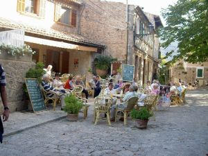 Spain-Mallorca-Valldemossa-Outdoor Cafe